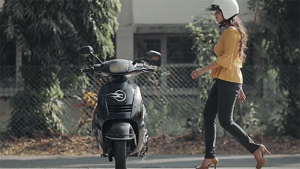 തനിയെ ബാലൻസ് ചെയ്യുന്ന ഇലക്ട്രിക്ക് സ്കൂട്ടറുമായി സ്റ്റാർട്ട്-അപ്പ് കമ്പനി -വീഡിയോ