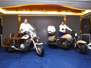 ബജറ്റ് ക്രൂയിസറുകളുമായി യുഎം വീണ്ടും; റെനഗേഡ് കമ്മാന്ഡോ ക്ലാസിക്, മൊജാവെ പതിപ്പുകള് എത്തി