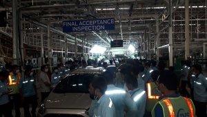 യാത്ര മോഴി ചൊല്ലി Ford -ന്റെ രാജ്യത്തെ അവസാന കാറും സനന്ദ് പ്ലാൻഡിലെ പ്രൊഡക്ഷൻ ലൈനിൽ നിന്ന് പുറത്തിറങ്ങി